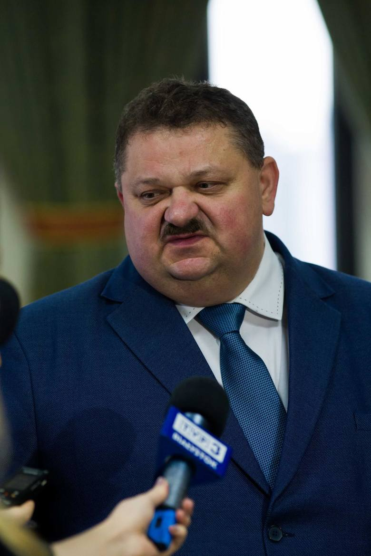Wicemarszałek Stanisław Derehajło ma największe gospodarstwo oraz najwięcej maszyn i pojazdów