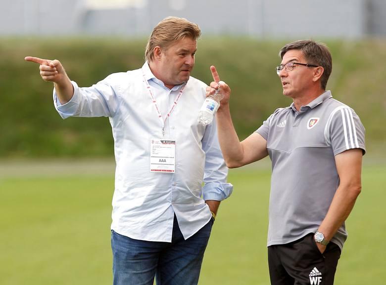 54 lata, przedtem w klubie był asystentem trenera, skautem, a przez chwilę nawet tymczasowym trenerem.Pracę rozpoczął 5 czerwca 2018, zastępując na stanowisku