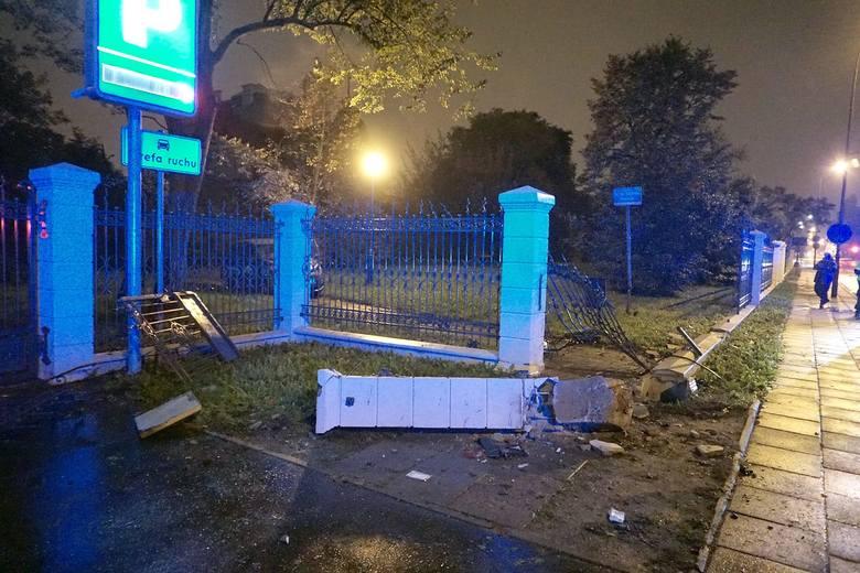 Do wypadku doszło przed godz. 21. 23-letni kierujący fordem jechał  Wólczańską od al. Mickiewicza w kierunku Pabianickiej. Podczas omijania progu zwalniającego