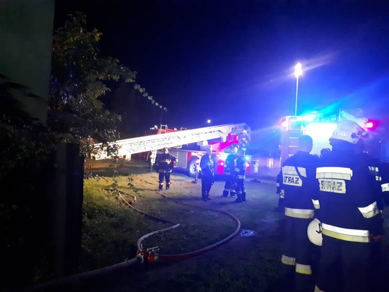 W niedzielę, 1 września, strażacy zostali wysłani do pożaru słomy, do którego doszło w następstwie uderzenia pioruna. Do akcji dojechały trzy zastępy