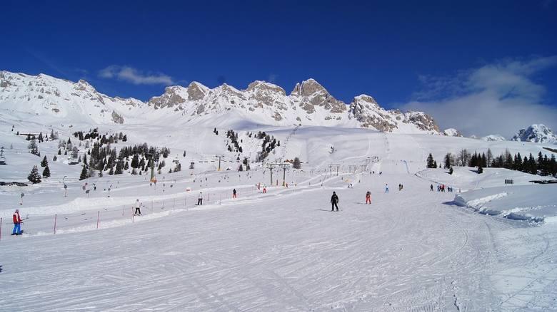 WłochyZgodnie z dekretem włoskiego rządu przyjętym pod koniec października także włoskie ośrodki narciarskie pozostają zamknięte co najmniej do 3 grudnia