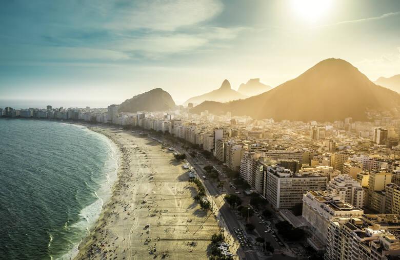 Brazylia1. Wbrew powszechnemu przekonaniu w Brazylii nie powinno się zdejmować ubrań w miejscach publicznych. Co roku aresztuje się z tego powodu co