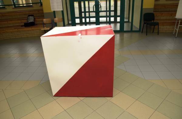 Państwowa Komisja Wyborcza podała pełne dane dotyczące frekwencji podczas pierwszej tury wyborów prezydenta Polski. Przygotowaliśmy zestawienie 10 gmin