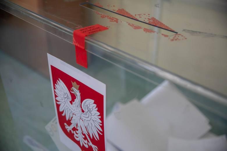 Wybory prezydenckie 2020. W artykule prezentujemy zasady, terminy, sondaże, wyniki. Informujemy, jak głosować i gdzie znaleźć okręg wyborczy.