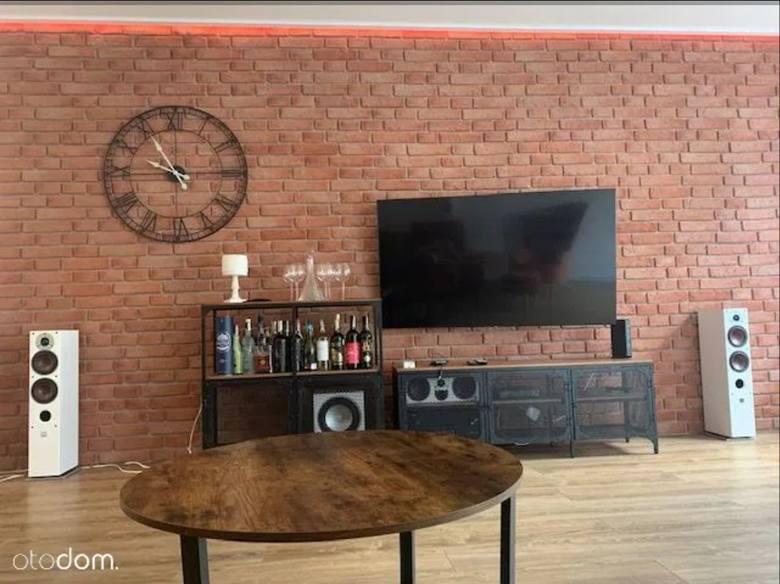 """""""Przepiękne mieszkanie w uroczej okolicy. Mieszkanie znajduję się w odnowionej kamienicy (nowe ściany, nowe stropy, instalacje) ze wszystkimi"""