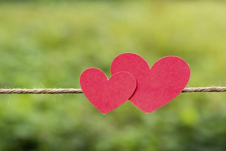 Dwoje ludzi spotyka się przypadkiem, a okazuje się, że czekali na siebie całe życie - oto miłość. Też nie musisz być sama, sam! Wyślij do nas list i