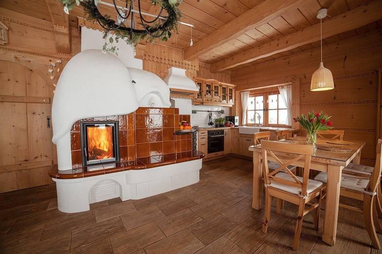 Najpiękniejsze chaty do wynajęcia w Beskidach w woj. śląskimOsada Beskidzka, ZawojaW mniejszym 50m2 domku dla maksymalnie 4 osób jest jakaś magia i ciepło