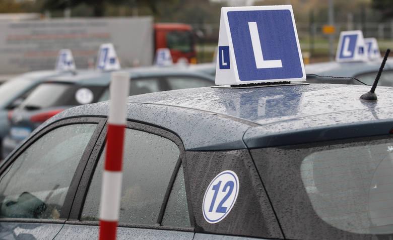 """Egzamin na prawo jazdy: """"Wykładają się"""" już na placu manewrowym"""