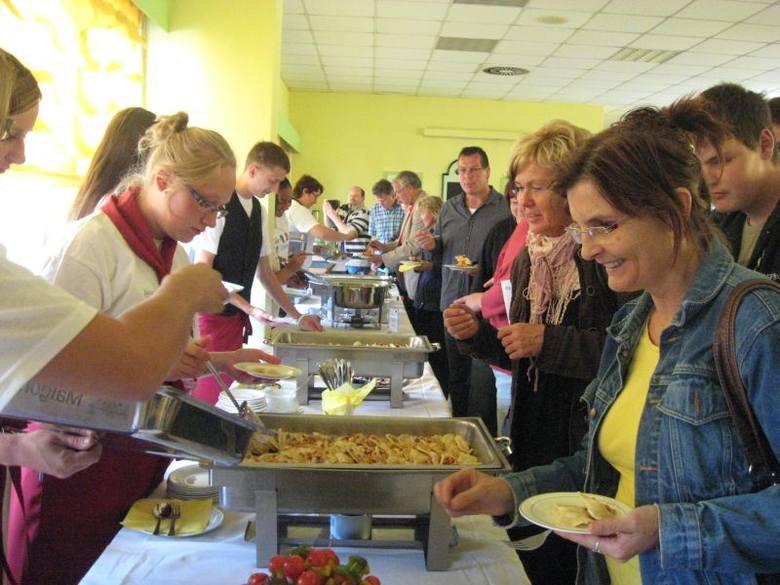 """Uczniowie z klas gastronomicznych sprawdzali już swoje umiejętności we wrześniu, podczas pierwszej edycji projektu """"Kucharze bez granic"""", która"""
