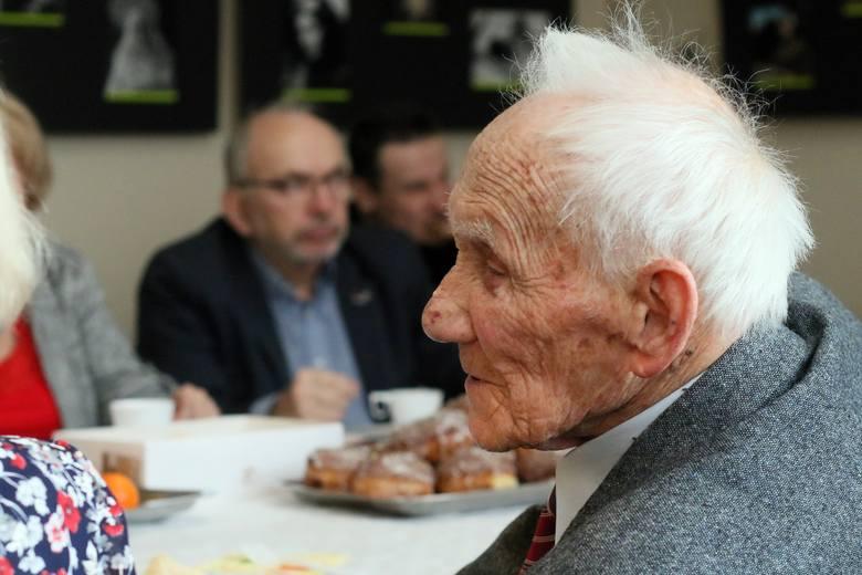 """Liczba osób otrzymujących emeryturę """"sub-minimalną"""" – czyli mniejszą niż minimalną – zaczęła przewyższać liczbę świadczeniobiorców otrzymujących emeryturę"""