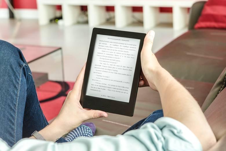 Czytanie, oglądanie TV, korzystanie z urządzeń elektronicznych: 0,9-1,1 kcal/min