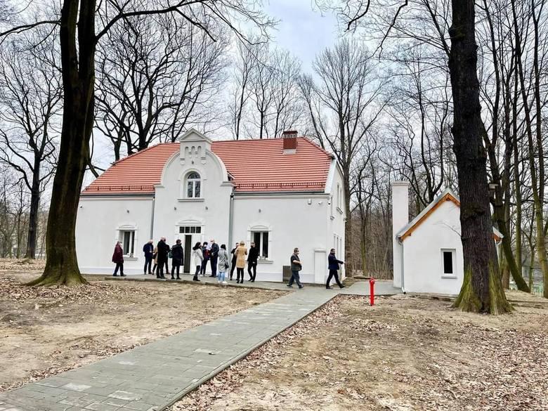 Budynek po dawnym sanepidzie w Parku Zamkowym w Mysłowicach jest już ukończony. Pod koniec marca nastąpił odbiór inwestycji. Tak wygląda wewnątrz.Zobacz