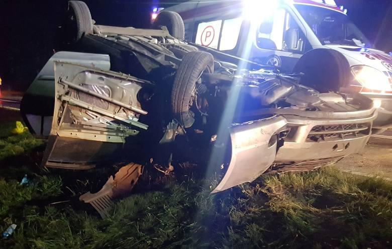 W nocy z wtorku na środę na drodze krajowej nr 11 w miejscowości Kazimierz Pomorski doszło do wypadku.Kierujący samochodem osobowym stracił panowanie