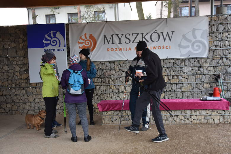 Walentynkowy bieg rekreacyjny na Dotyku Jury w Myszkowie ZDJĘCIA