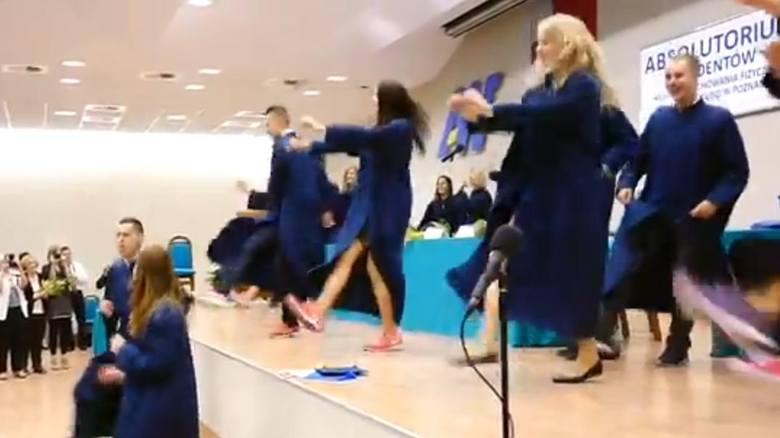 AWF: Szalony taniec na absolutorium. W togach!