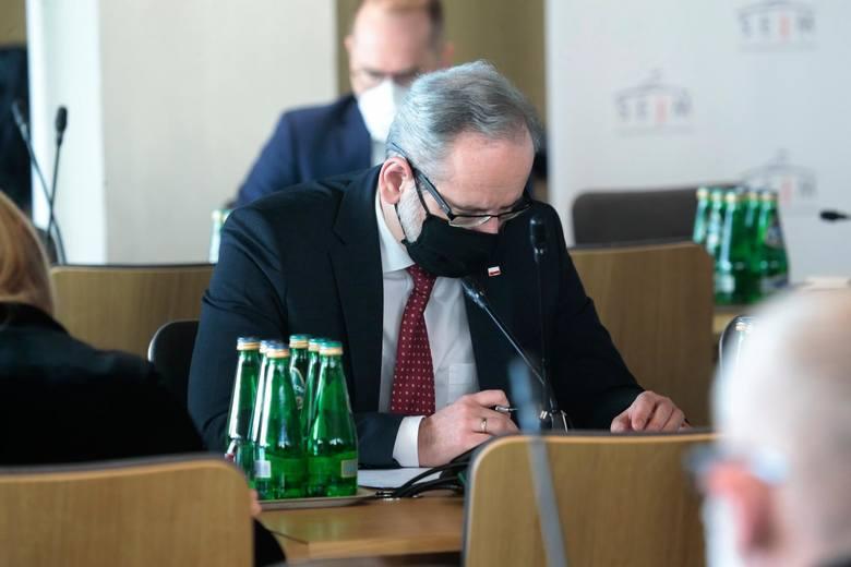 Minister Zdrowia, Adam Niedzielski twierdzi, że w Polsce mamy już do czynienia z trzecią falą pandemii. Niedzielski prognozuje, że jej szczyt może przypadać