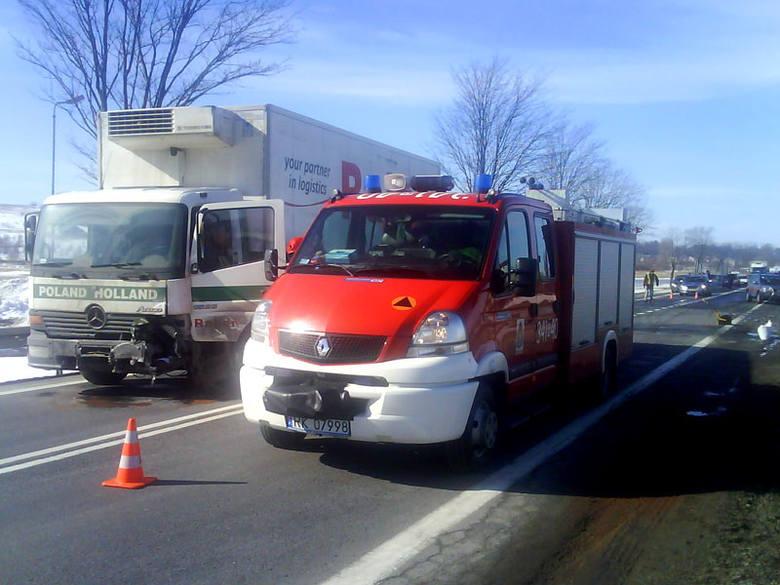 Śmiertelny wypadek w Rymanowieo wypadku doszlo na drodze krajowej nr 28 w Rymanowie. W czolowym zderzeniu samochodu osobowego i ciezarowego zginela 43-letnia