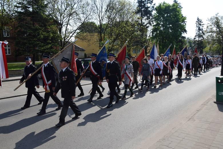 Setki uczestników przemaszerowały ulicami Aleksandrowa by uczcić święto Konstytucji 3 Maja. Pochód rozpoczął się pod Urzędem Miasta. Następnie uczestnicy