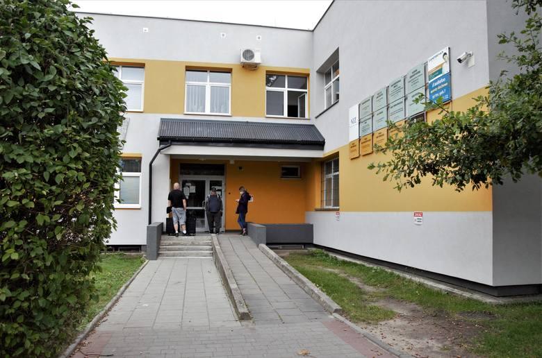 Część budynku przychodni przy ulicy Sienkiewicza w Tarnobrzegu.