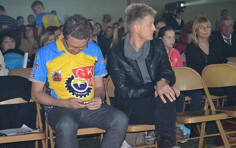 Tomasz Chrzanowski ( z prawej) podpisał w piątek wieczorem mnóstwo autografów.