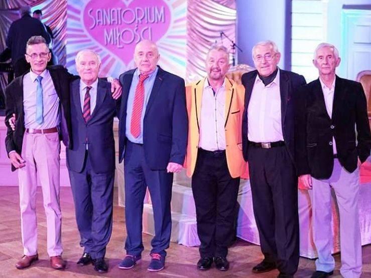 Adam Siwierski z lewej - w programie Sanatorium miłości