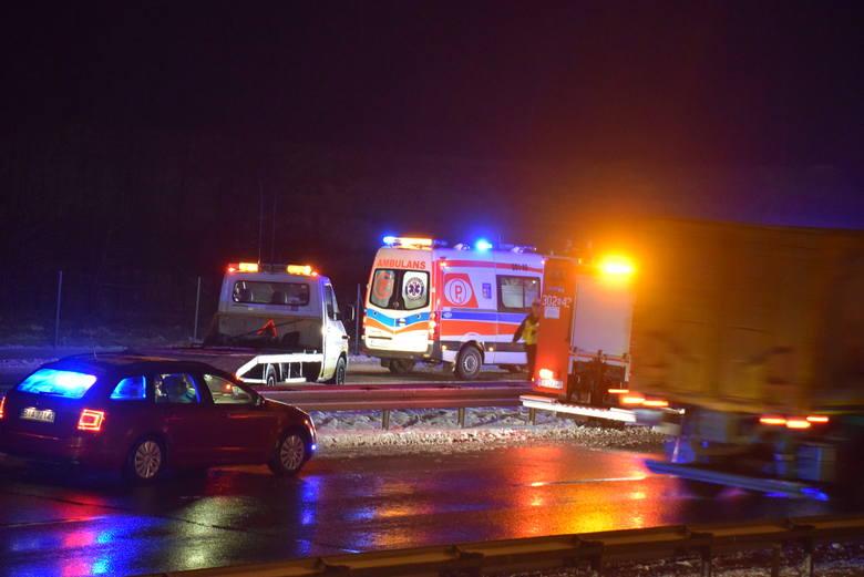 Do wypadku doszło po godz.19 na DK8 na odcinku Choroszcz - Porosły. Ze wstępnych ustaleń wynika, że potrącony został kierowca lawety.