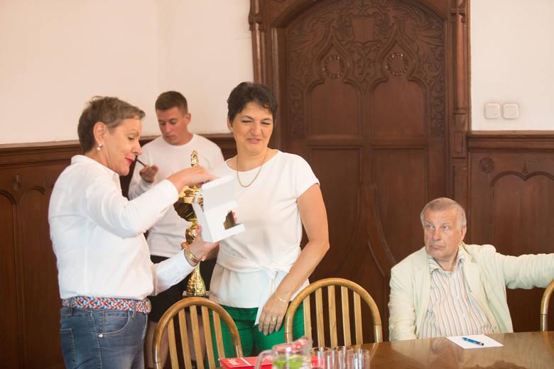 W piątek, 21 w słupskim ratuszu odbyło się spotkanie prezydent Słupska ze złotymi medalistami AML, którzy stanęli na najwyższym stopniu podium w MP sztafet