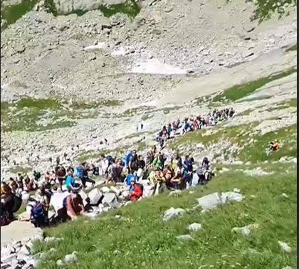 Tatry. W górach tłumy. Tworzą się korki pod szczytami