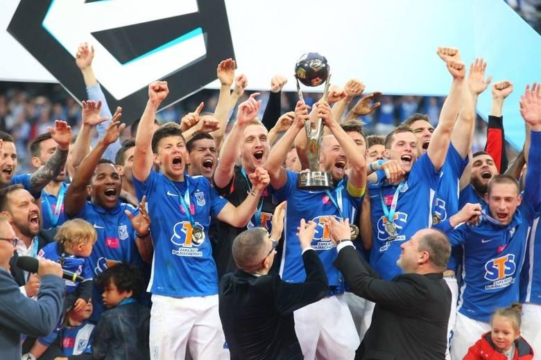 Remis 0:0 pozwolił Lechowi cieszyć się z siódmego mistrzostwa Polski w historii.Przypominamy tamte wielkie chwile ----->