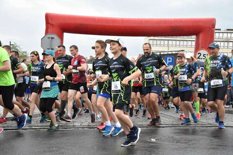 """Chrzanów. Rekordowa liczba biegaczy wystartowała w """"Pociągu do Biegania"""" [ZDJĘCIA]"""
