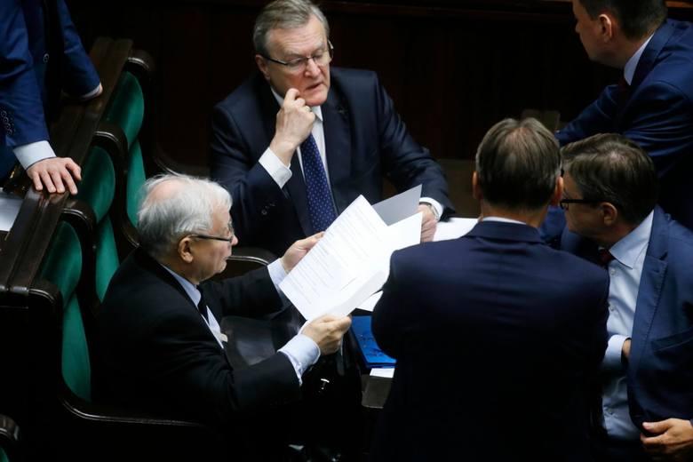 Posłowie dostaną wysokie podwyżki. Sejm przyjął w piątek ustawę