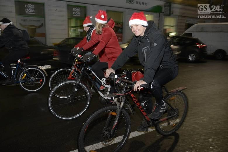 - Wśród wielu przesądów i zabobonów, jakie dożyły naszych czasów ostał się taki jeden, wedle którego zimą nie da się jeździć na rowerze. Podobno zimą