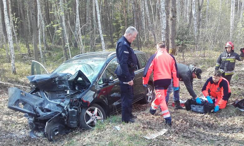W niedzielę po godz. 14 w Sokołowie Małopolskim doszło do wypadku, w którym śmierć poniósł 25-letni kierowca seata.Jak informuje policja w Sokołowie