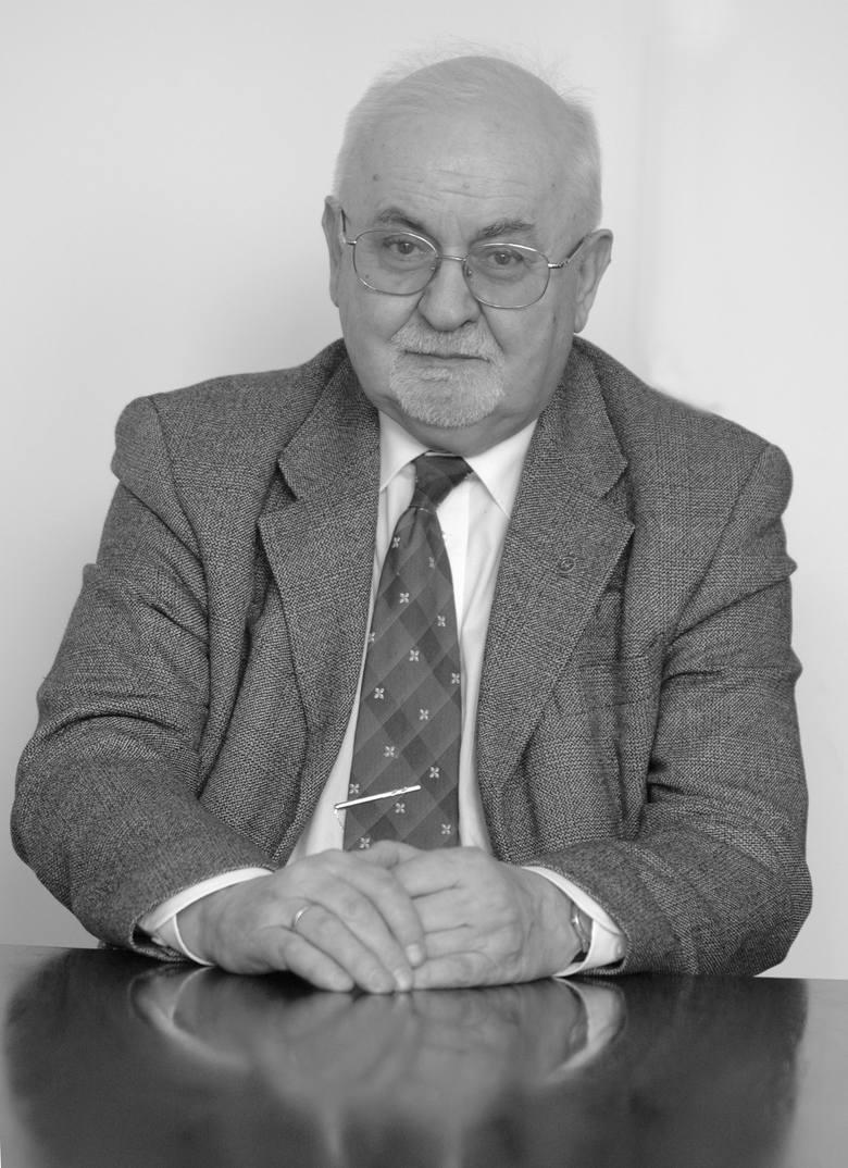 Profesor Jacek Fisiak był wybitnym anglistą. Urodził się 10 maja 1936 roku w Konstantynowie Łódzkim. Zmarł w Poznaniu 3 czerwca tego roku. Od 1965 roku