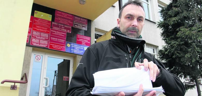Marcin Pampuch, zaszokowany wpisami internetowymi dyrektora szkoły, złożył na niego skargę. Uważa, że osoba wypowiadająca się w sposób wulgarny nie powinna
