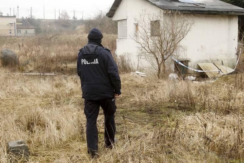 Zwłoki zostały znalezione na ogródkach działkowych przy ul. Białowieskiej w Szczecinie.