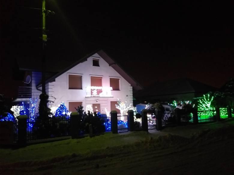 Zdjęcia rozświetlonego domu z Dębicy otrzymaliśmy od jego właściciela - pana Mateusza. - Do tej pory nie dekorowałem domu na święta tak bardzo, to był