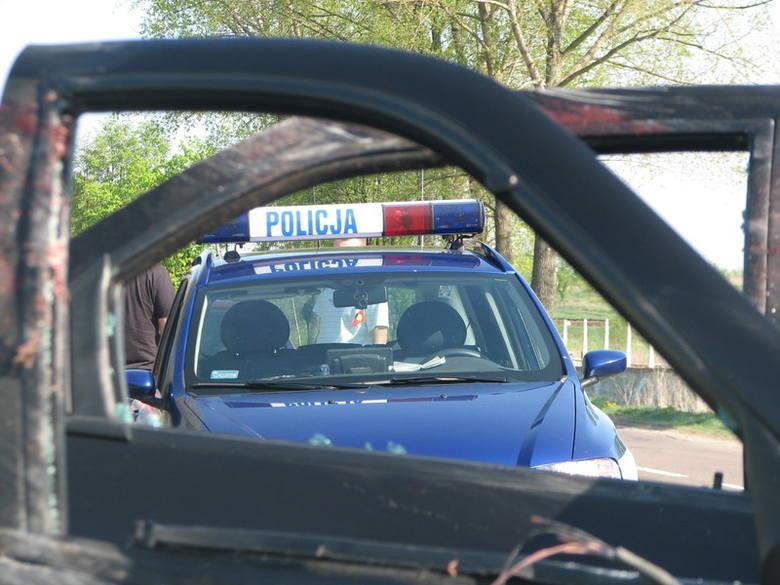 Kierowca volkswagena polo dachował na drodze krajowej nr 61