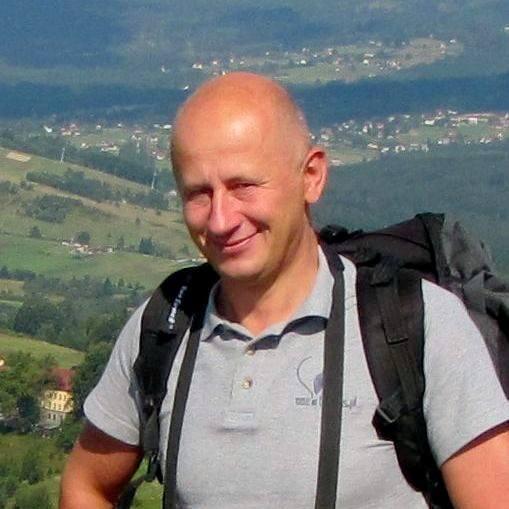 Kategoria: Małopolska Osobowość TurystykiMarek Szala, KrakówWspólnie z żoną Dorotą prowadzi małe przedsiębiorstwo ułatwiające nabywanie powiązanych usług