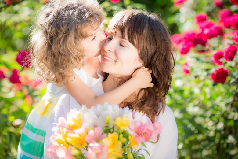 Wierszyki na Dzień Mamy: krótkie, śmieszne, zabawne wierszyki dla mamy na 26 maja. Pamiętaj, że wtedy obchodzimy Dzień Matki!