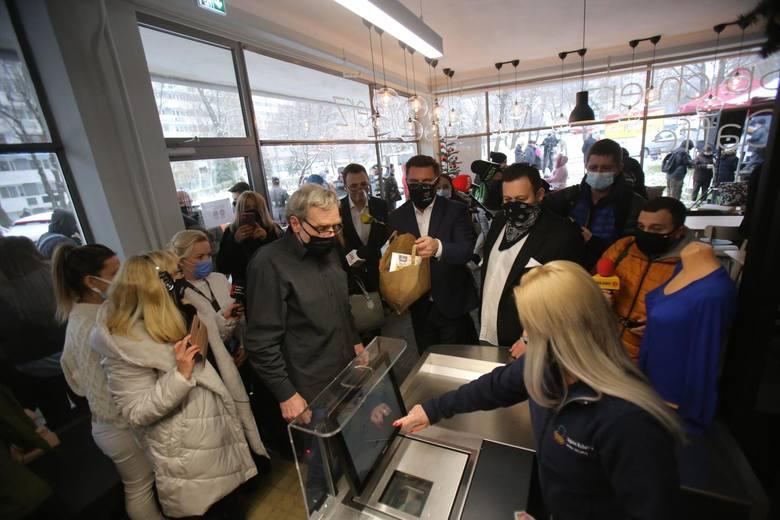Sprawdź na kolejnych zdjęciach, jakie ceny są w sklepie socjalnym.