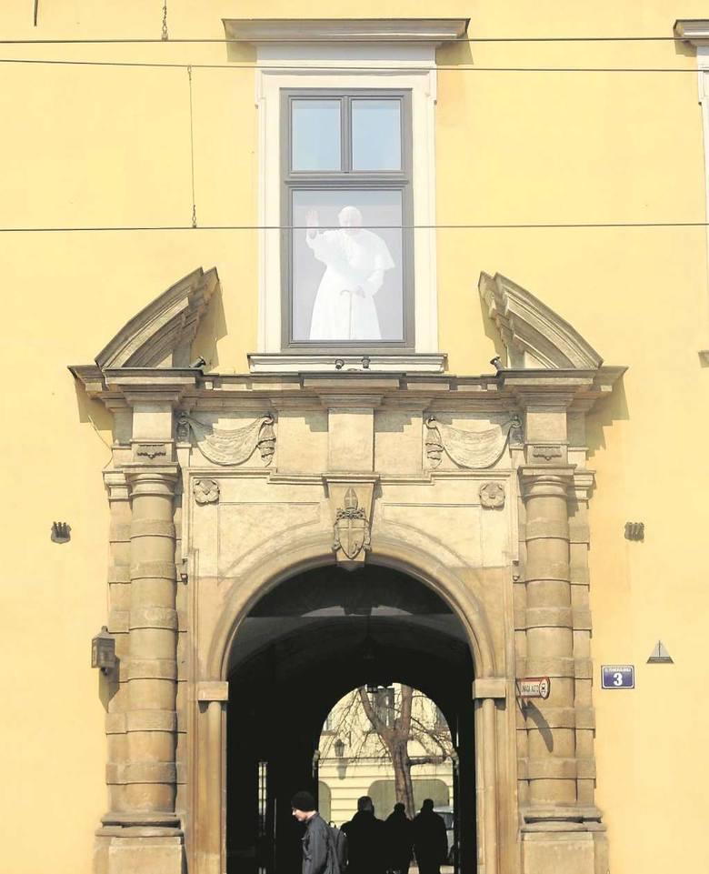 Pałac Biskupi. Papież Franciszek pojawi się w oknie papieskim