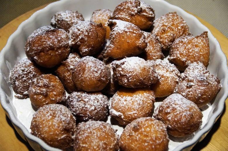Tłusty czwartek świętujemy konsumpcją słodkości, w szczególności pączków i faworków
