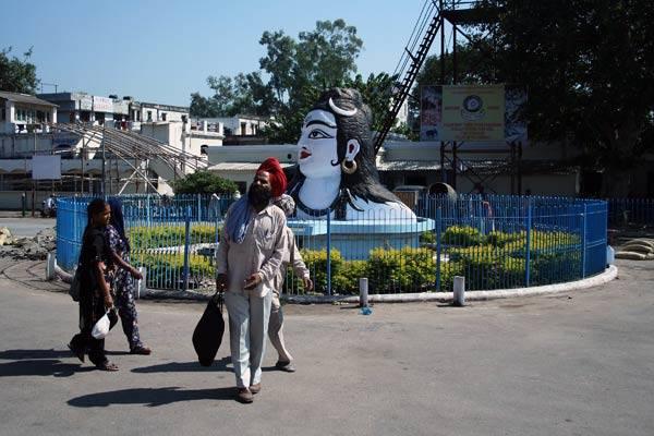 Podróz po Indiach<br /> Świete miasto Haridwar. Tu wody Gangesu wyplywają z gór na równiny.