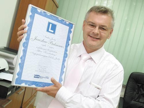 Zwycięzca czytelniczego plebiscytu Jarosław Bubnowicz zapowiedział, że wręczony przez nas dyplom będzie wisiał w widocznym miejscu w jego gabinecie.