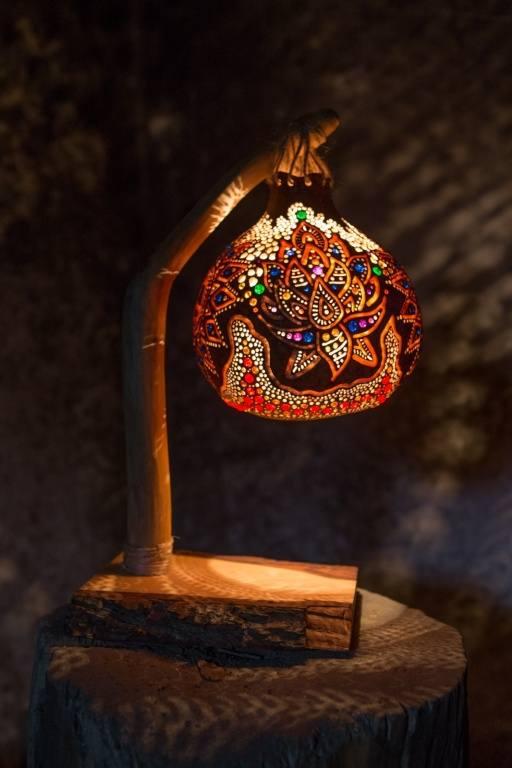 Ręcznie robiona lampa z tykwy