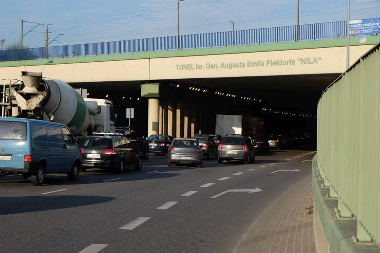 W środę, około godz. 8, w tunelu Nila w Białymstoku doszło do wypadku.