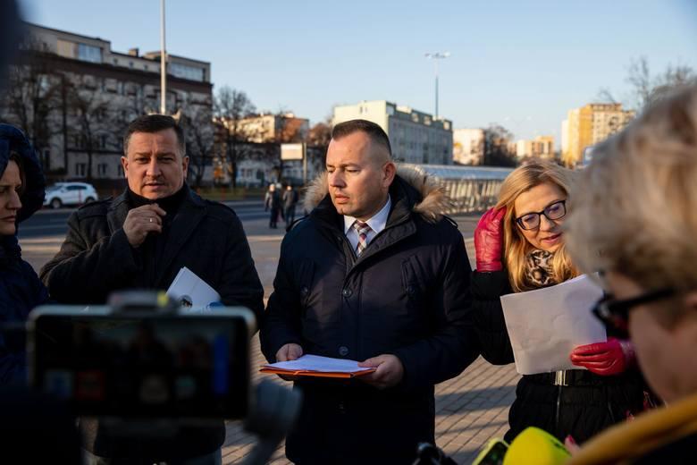 Radni PiS: Paweł Myszkowski, Henryk Dębowski i Agnieszka Rzeszewska apelują do prezydenta Białegostoku o wycofanie się z podwyżek cen biletów