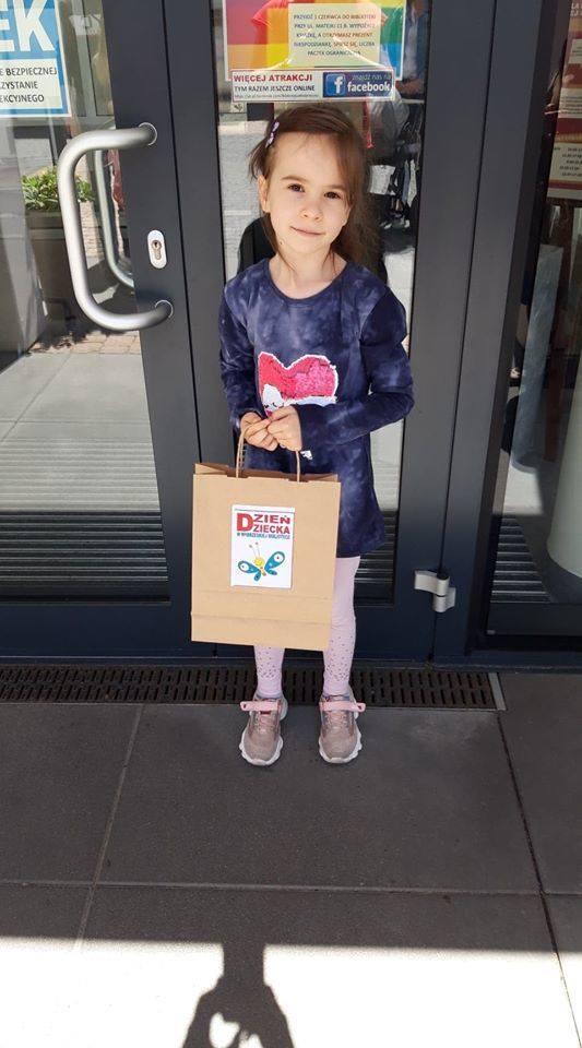 Ponad pięćdziesięcioro dzieci w wieku od 3 do 13 lat odwiedziło wczoraj, w Dniu Dziecka Miejską i Powiatową Bibliotekę Publiczną w Wąbrzeźnie, gdzie