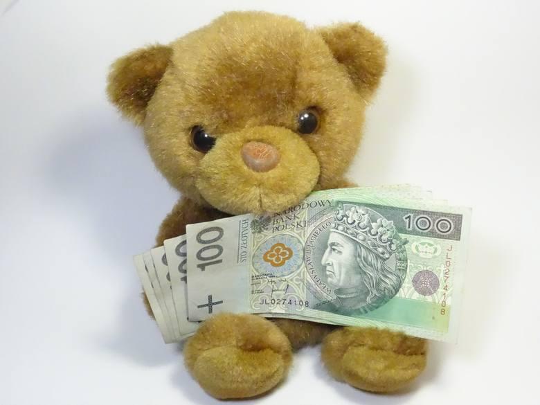 500 zł z programu Rodzina 500 plus dostaje każdy rodzic, bez względu na dochód rodziny, na każde niepełnoletnie dziecko. Są jednak od tego wyjątki. Kiedy